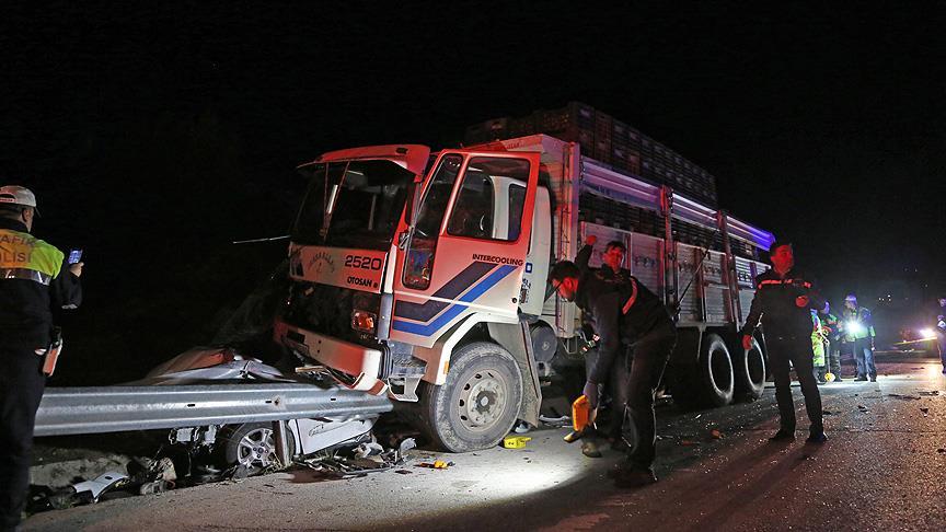 Mersin'de trafik kazası: 1 polis şehit, 2'si polis 8 yaralı