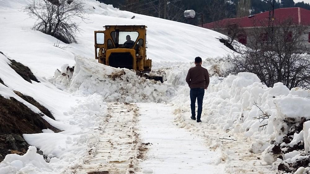 Mersin'in yüksek kesimlerinde karla mücadele