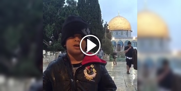 MESCİD-İ AKSA'DA NAS VE KEVSER SURELERİNİ OKUYAN FİLİSTİNLİ YUSUF