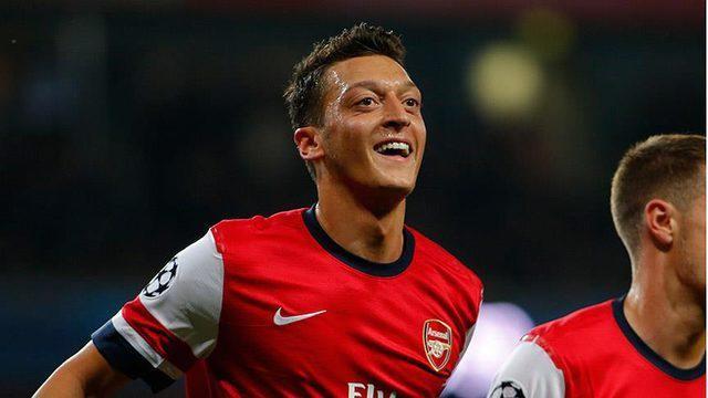 Mesut Özil polisi trolledi