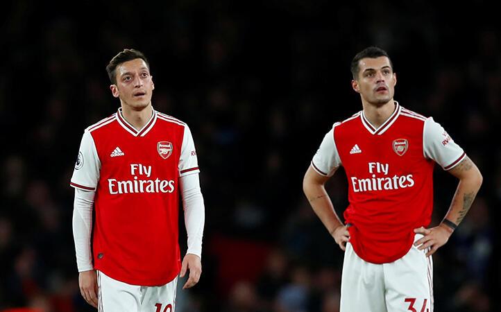 Mesut Özil'den sert tepki! Oyundan çıkarken...