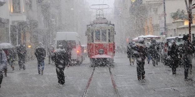 Meteoroloji peş peşe uyardı... Kar İstanbul'un kapısına dayandı
