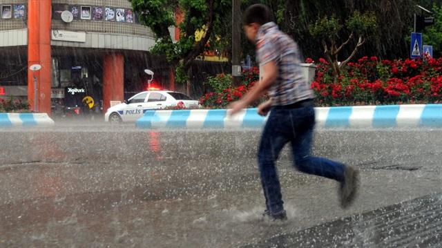 Meteoroloji uyardı: Birçok ilde sağanak yağış bekleniyor