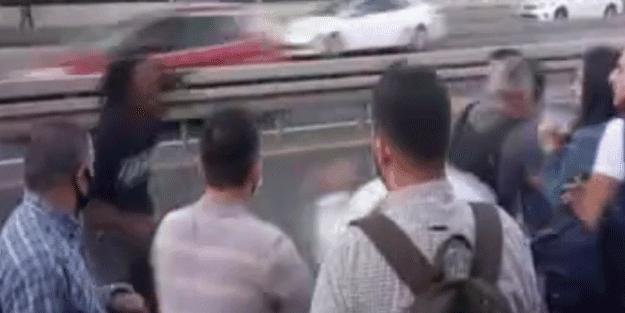 Metrobüs durağı savaş alanına döndü