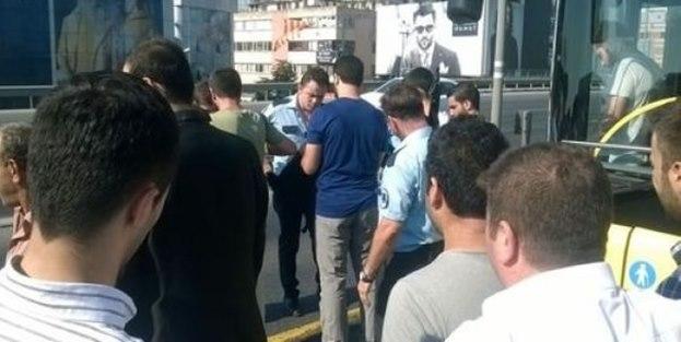 Metrobüs'te canlı bomba alarmı