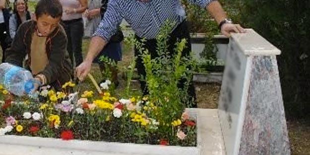 Mezarın üstüne su neden dökülür?