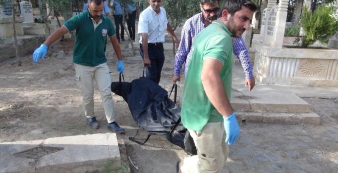 Mezarlıkta tabancayla başından vurulmuş erkek cesedi bulundu