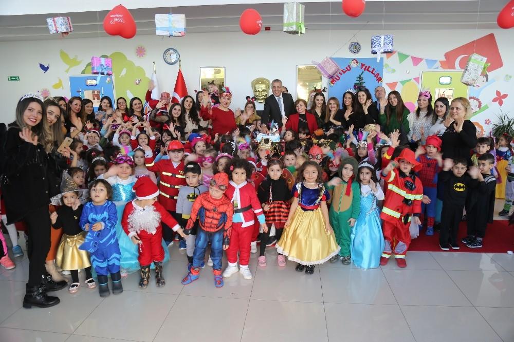 Mezitli'nin minikleri yeni yılı kostüm partisi ile karşıladı