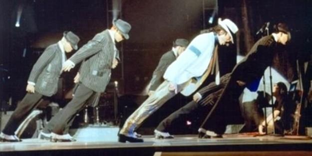 Michael Jackson nasıl düşmeden öne eğiliyordu?