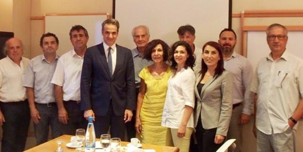 """Miçotakis ile bir araya gelen sözde """"Kıbrıslı Türkler""""den skandal ifadeler!"""