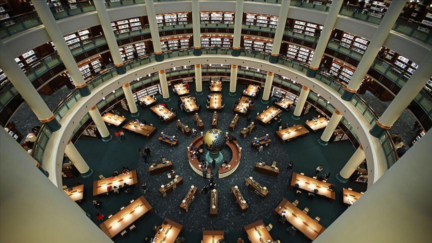 Millet Kütüphanesi'nin milyonlarca kitapla dolu rafları zamanda yolculuğa çıkarıyor
