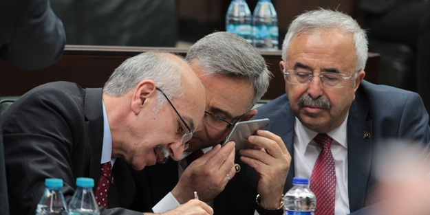 Milletvekilleri telefona kilitlendi!