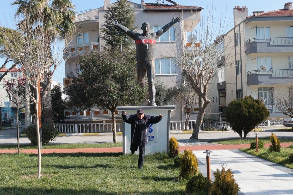 Milli Atlet İsmail Akçay'ın ismi İzmir'de ölümsüzleşiyor