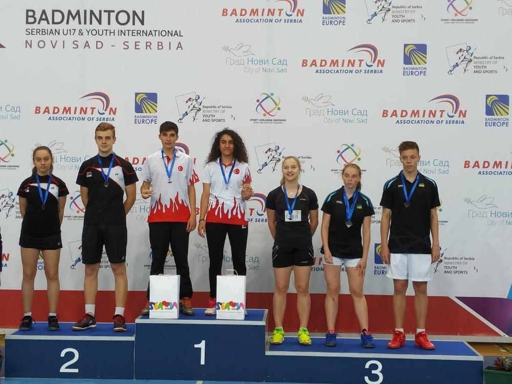 Milli badmintoncular Sırbistan'dan madalyalarla döndü