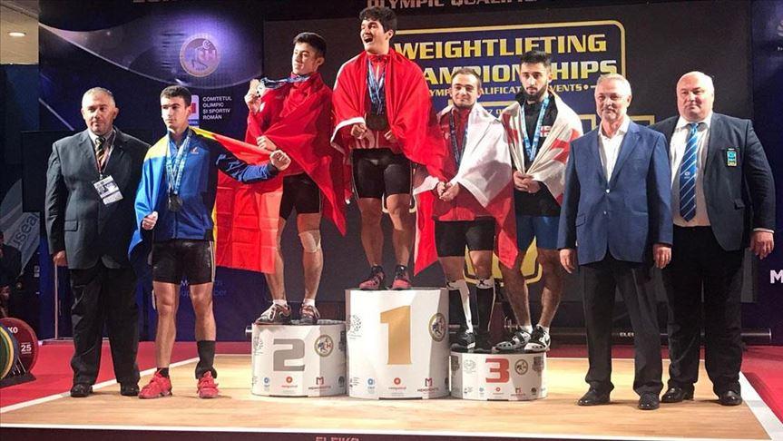 Milli halterci Muhammet Furkan Özbek altın madalyanın sahibi