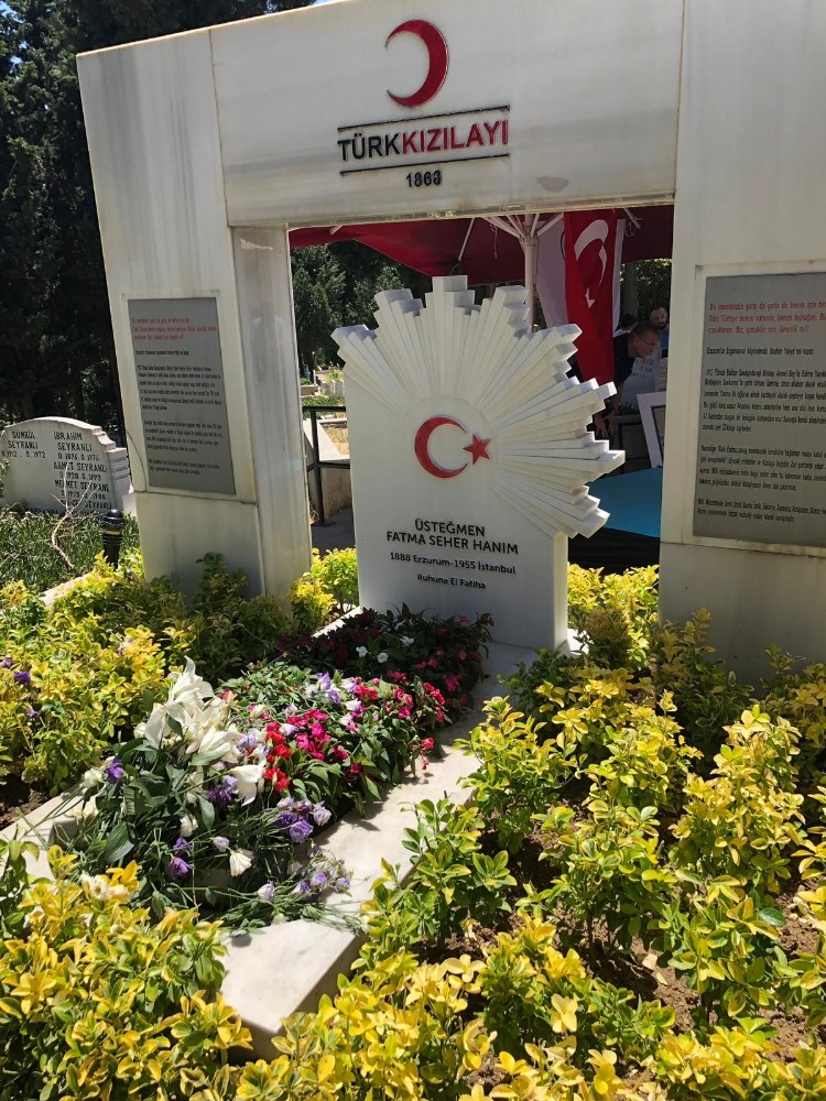 Milli mücadele kahramanı 'Kara Fatma' mezarı başında anıldı