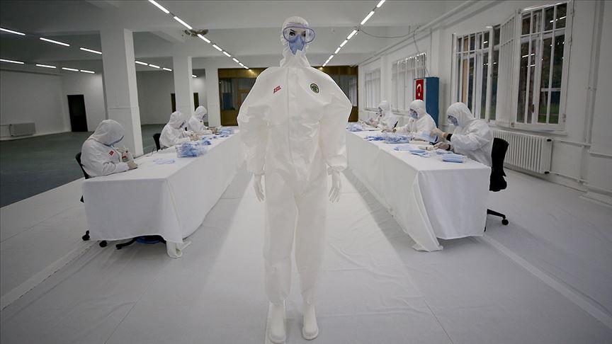 Milli Savunma Bakanı Akar: Dikimevi Müdürlüklerince haftada 1 milyon maske, 5 bin tulum üretiliyor