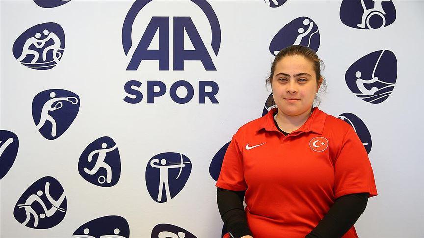 Milli sporcu Çevik madalyalarını Mehmetçiğe sunmak istiyor