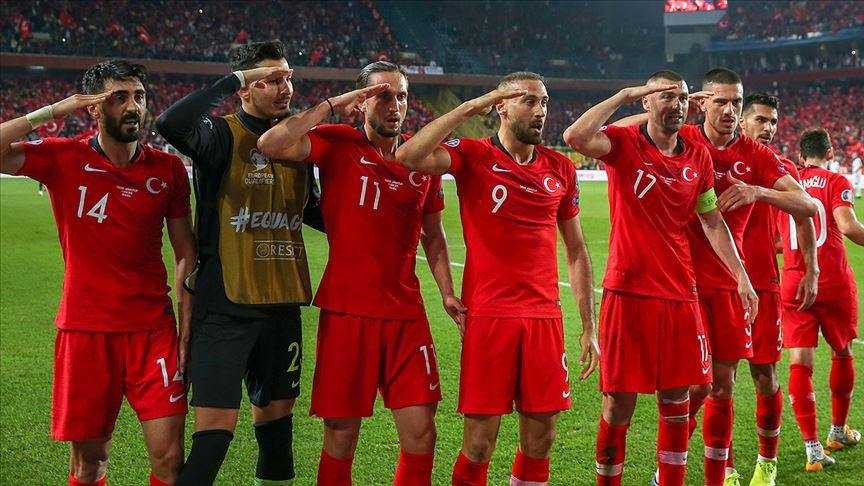Milli sporculardan Mehmetçik'e destek