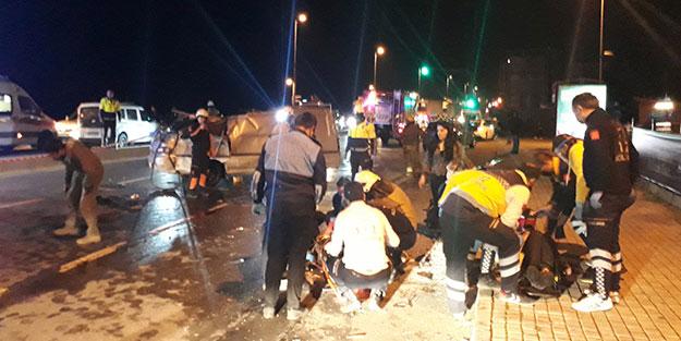 Minibüstekiler caddeye fırladı! İstanbul'da gece vakti can pazarı