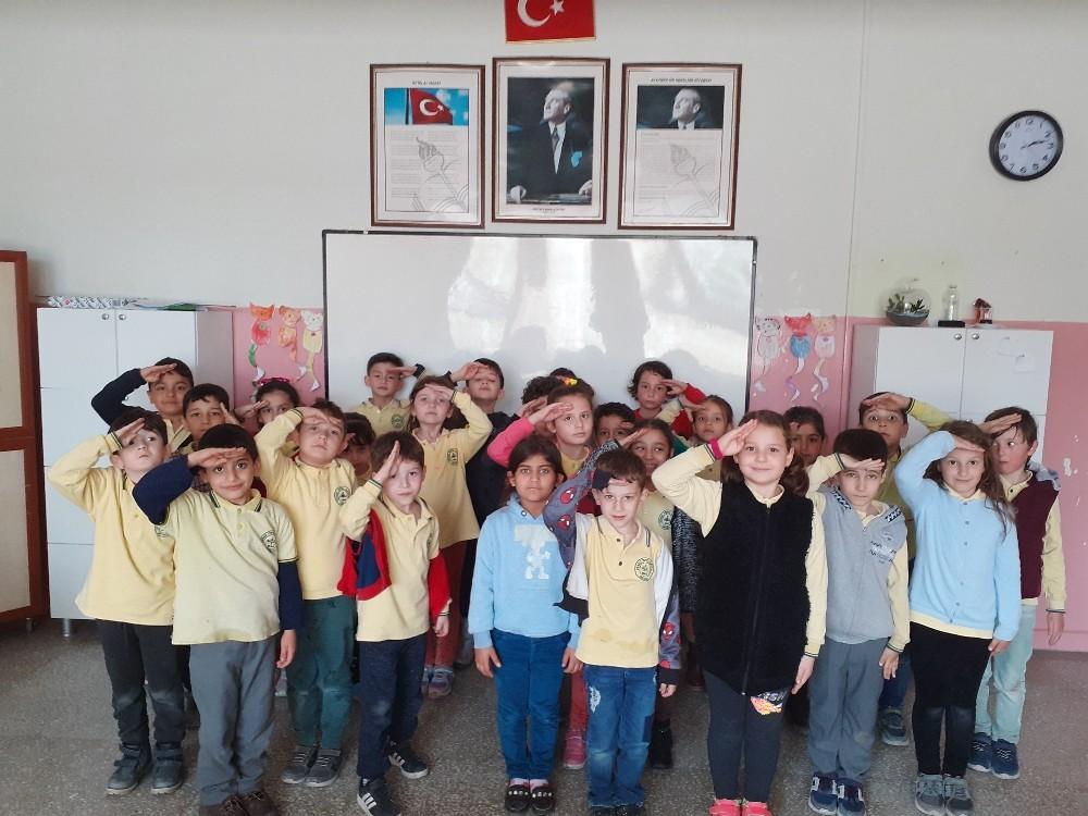 Minik öğrencilerden Mehmetçiğe anlamlı destek