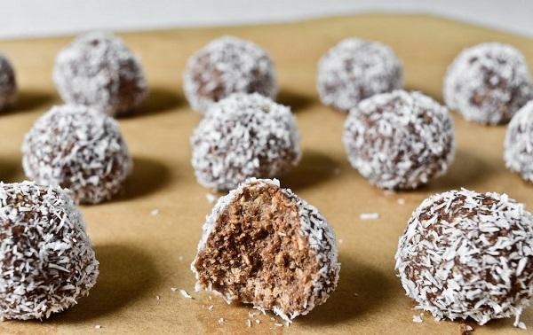 Misafirlerinizin yüzünü güldürecek şipşak çikolatalı top tarifi!