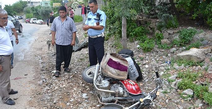 Motosiklet çöp konteynerına çarptı: 1 yaralı
