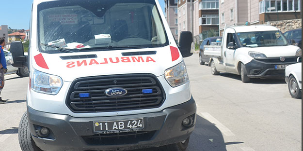 Motosiklet ile kamyonet çarpıştı: 1 kişi yaralandı