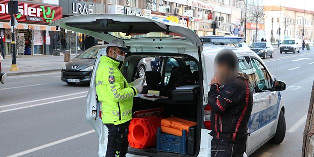Motosikletli gence hem trafik hem koronavirüs cezası