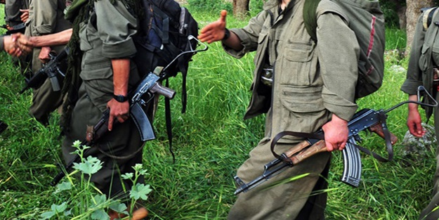 MSB duyurdu! Teröristler silahlarıyla karakola gelerek teslim oldu