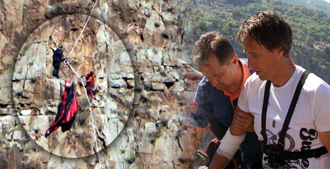Muğla'da kayalıklarda mahsur kalan paraşütçü kurtarıldı