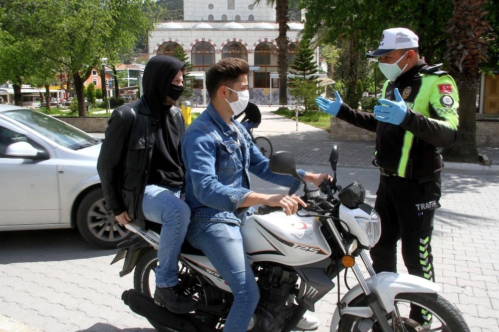 Muğla'da motosiklete 2 kişi binmek yasaklandı