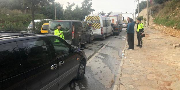 Muğla'da zincirleme trafik kazası! 3'ü öğrenci 9 yaralı