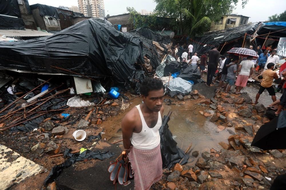 Mumbai'de yağış nedeniyle duvar çöktü: 15 ölü, 69 yaralı