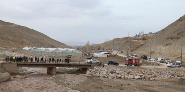 Murat Nehri'ne düşen 5 yaşındaki çocuk kayboldu