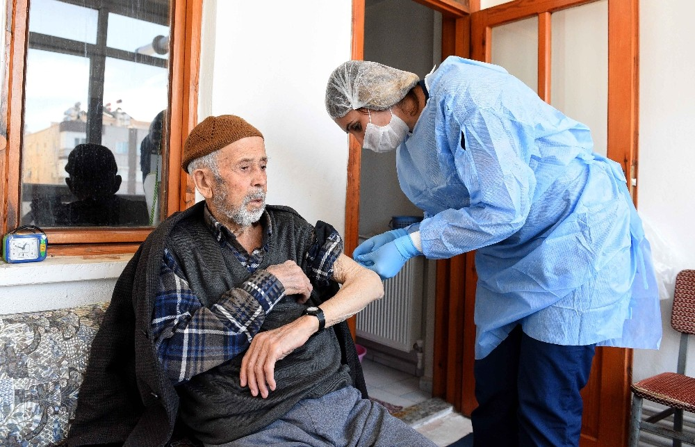 Muratpaşa'dan 432 vatandaşa evde bakım yardımı