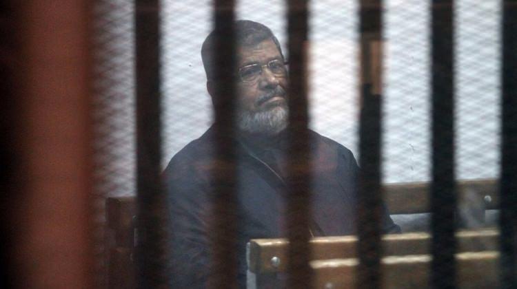 Mursi baygınlık geçirdi... Müdahale bile etmediler