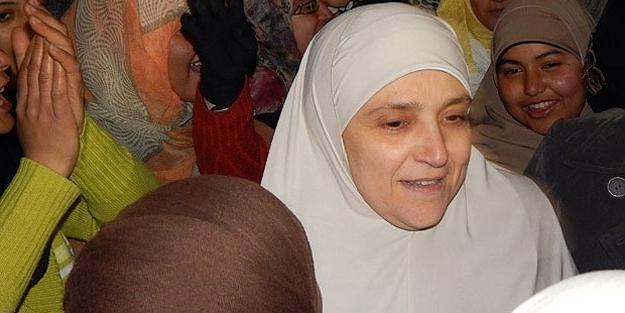 Mursi'nin eşi 'Darbe Karşıtı Kadınlar'ın gösterilerinde