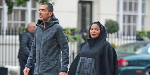 Müslüman olan ünlü şarkıcı tesettüre girdi