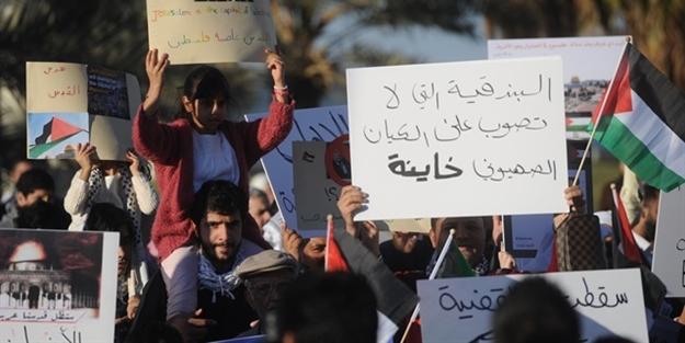 Müslümanlar ayaklandı! Yüzlerce kişi sokağa döküldü
