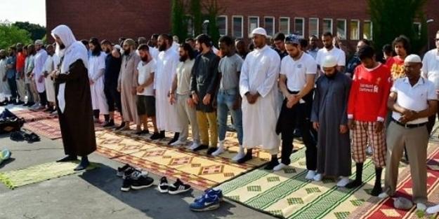 Müslümanlar İsveç'te yağmur duasına çıktı