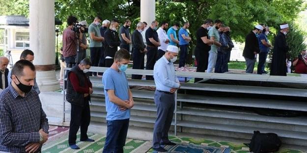 Müslümanlar orada camilere yeniden kavuştu