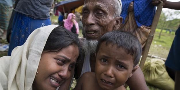 Myanmar ordusu tarlada çalışan Arakanlı Müslümanları helikopterle taradı: 20 şehit!