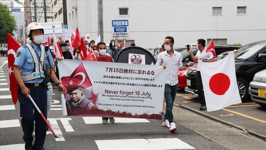 Nagoya'da FETÖ'ye ait okulun önünde terör örgütü protestosu