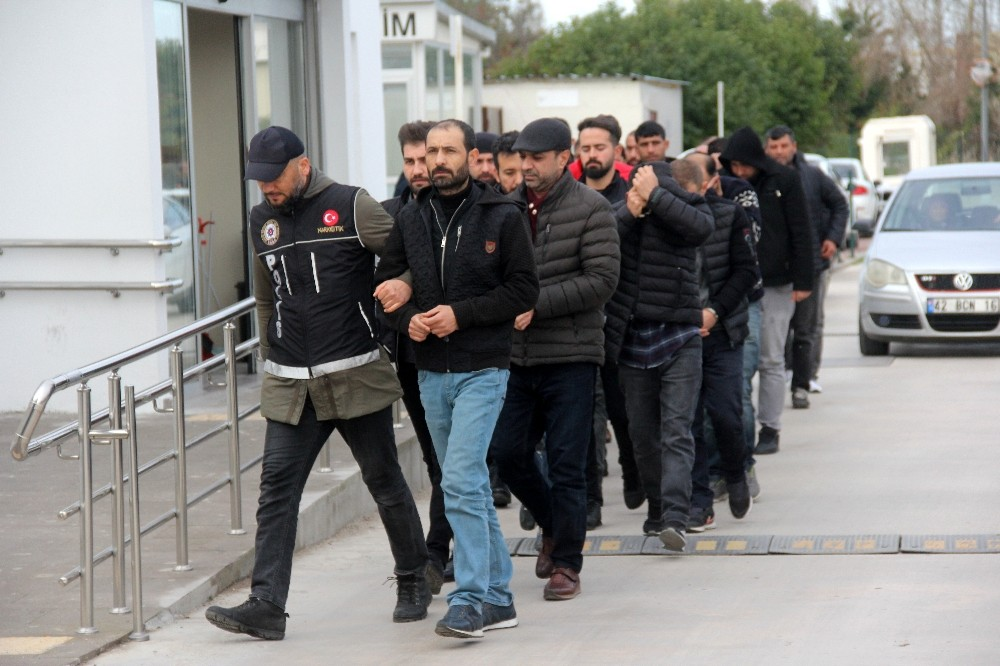 Narkotik operasyonunda gözaltına alınanlar adliyeye sevk edildi