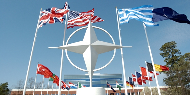 NATO helikopteri düştü! Açıklama geldi