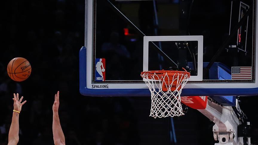NBA'de 2 uzatmaya giden Teksas derbisini Spurs kazandı