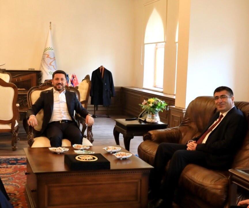 NEVÜ Rektörü Prof. Dr. Aytekin, Belediye Başkanı Rasim Arı'yı ziyaret etti