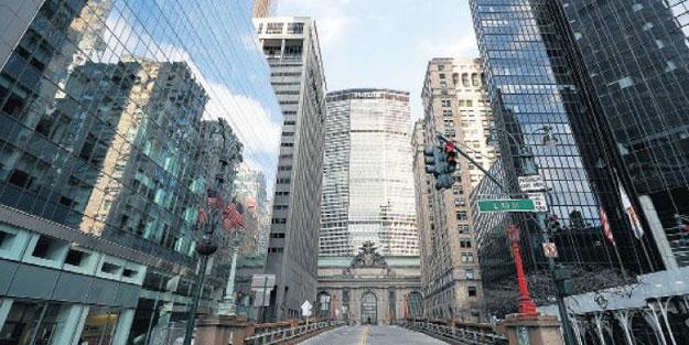 New York valisi koronavirüs nedeniyle sokakları trafiğe kapatacak