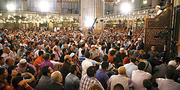 Nihat Hatipoğlu'ndan önemli ifadeler! Cemaat imamın arkasında nasıl durmalı?